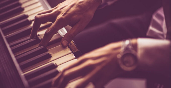 How To Play The Piano?: The Beginner's Guide To Learning Piano
